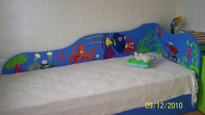 Детско легло с рисувана табла