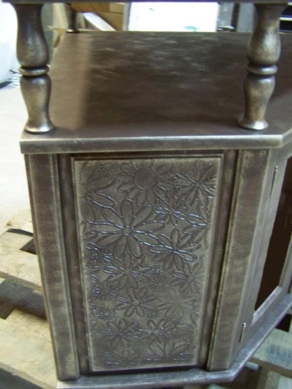 Редизайн на състарен шкаф