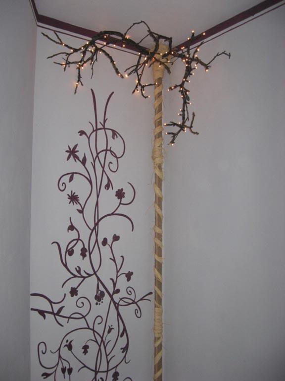 Рисунка на стена с флорални мотиви