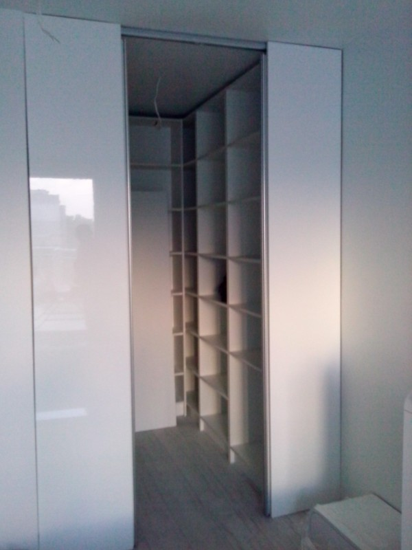 Гардеробна с плъзгащи врати