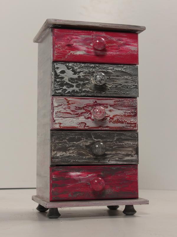 Рисувано шкафче