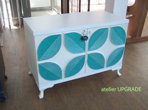 Шкаф с релефни рисувани флофални мотиви