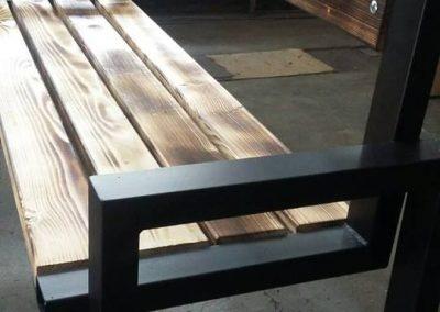 мебели от обгорено дърво