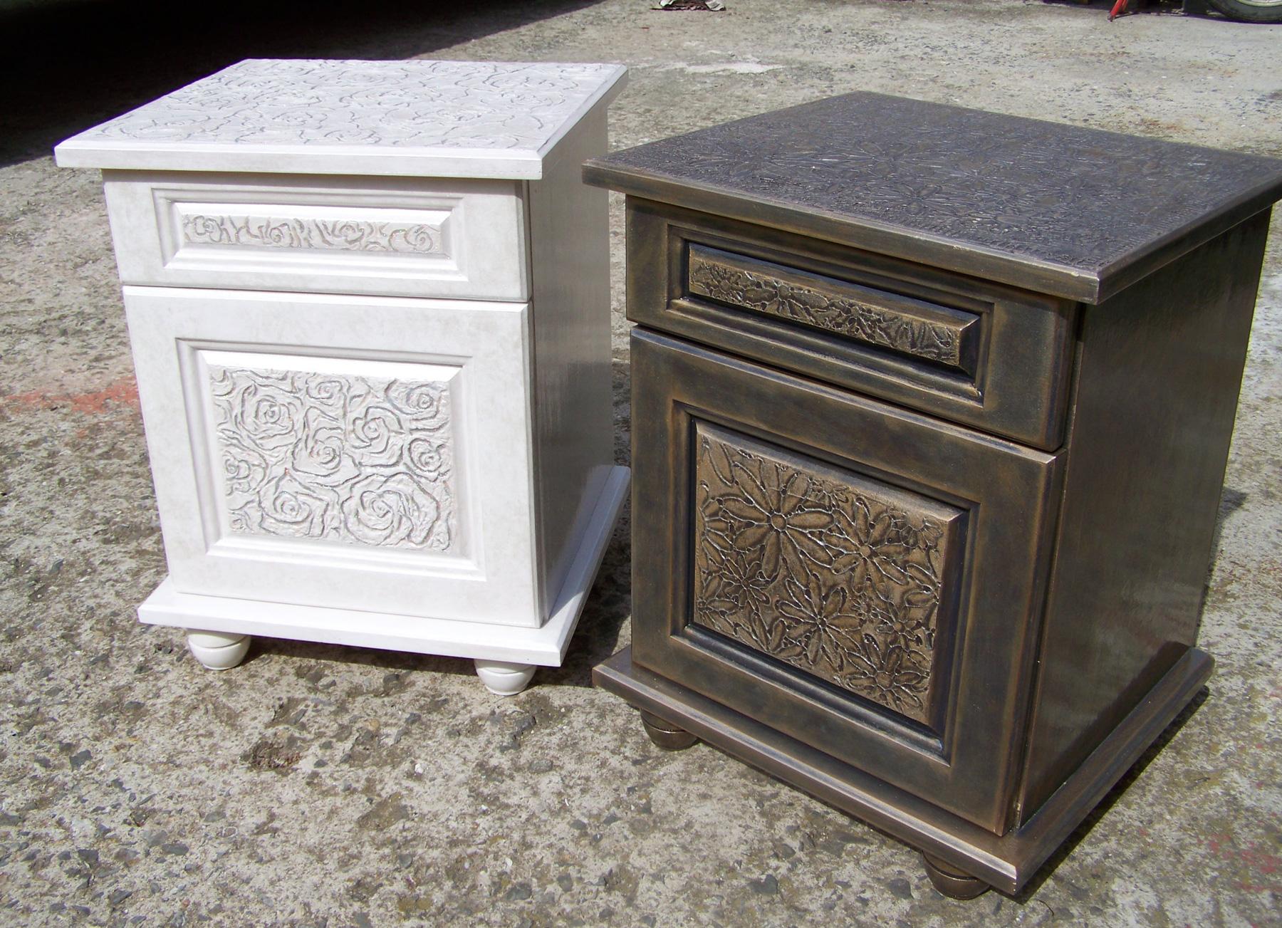 Арт шкафчета с рози в бяла перла