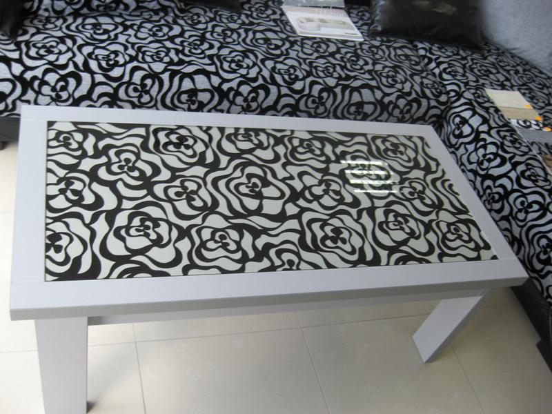 Холна маса с рисувано стъкло