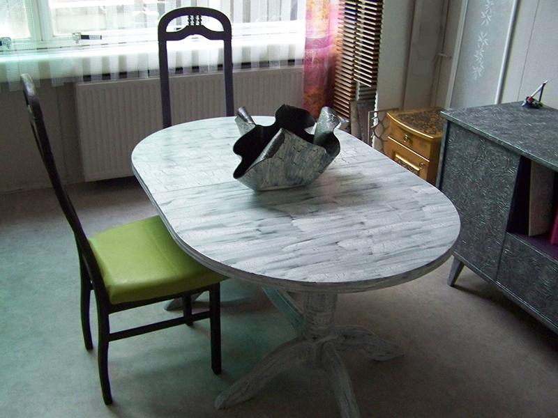 Ексклузивно боядисана трапезна маса
