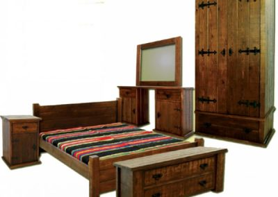 Изработка на спално обзавеждане от масив по индивидуални размери.